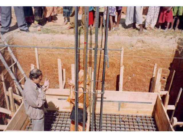 <h3 style='color:#FFF'>Hon'ble Chairman & First Lady in Prayer After Laying Foundation of College Building - 2002</h3> 				Hon'ble Chairman & First Lady in Prayer After Laying Foundation of College Building - 2002