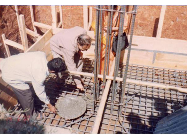 <h3 style='color:#FFF'>Hon'ble Chairman Md. Asaduzzaman Choudhury Laying Foundation of Hospital Building - 2002</h3> 				Hon'ble Chairman Md. Asaduzzaman Choudhury Laying Foundation of Hospital Building - 2002
